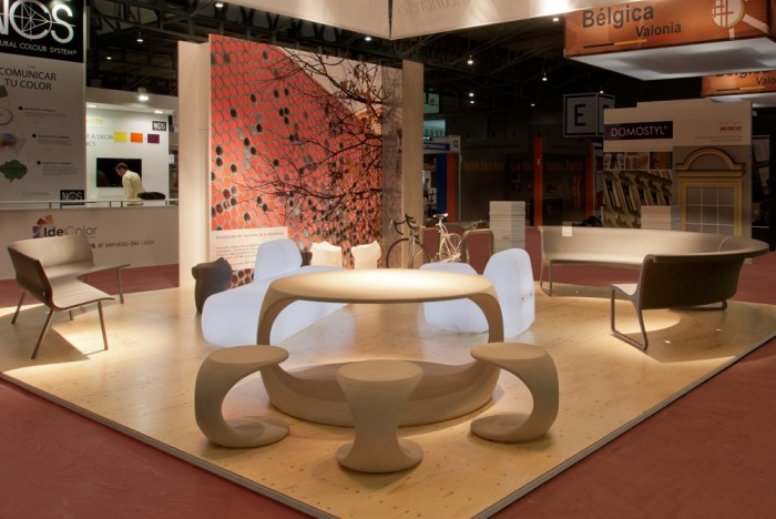 Image of ODOS table and stool by SCOOB