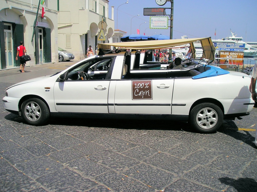 Image of convertible taxi in Capri