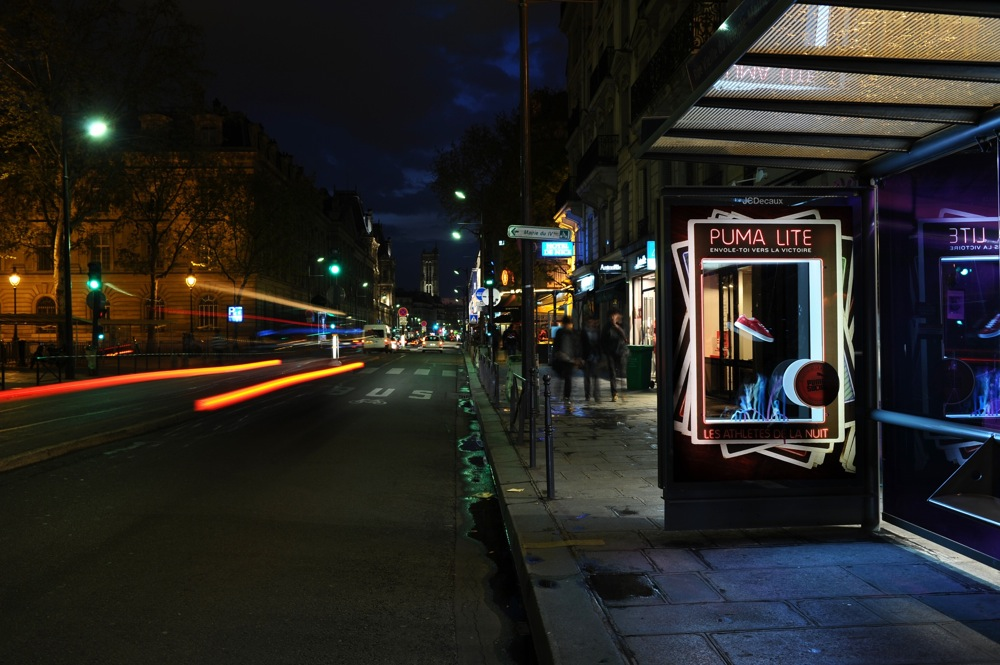 Image JCDecaux bus stop with advertising