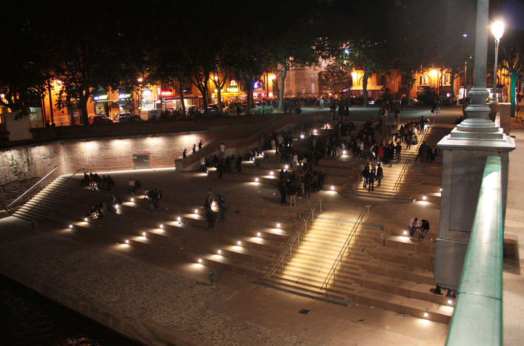 Image of lighting on steps in Toulouse